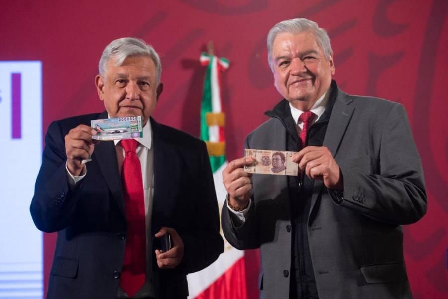 """Compra AMLO primer """"cachito"""" de lotería para sorteo del avión"""