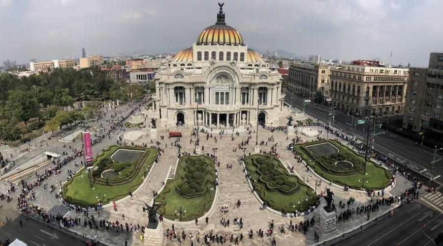 Sindicalizados bloquean Bellas Artes pese a que SHCP trazó plan de pago