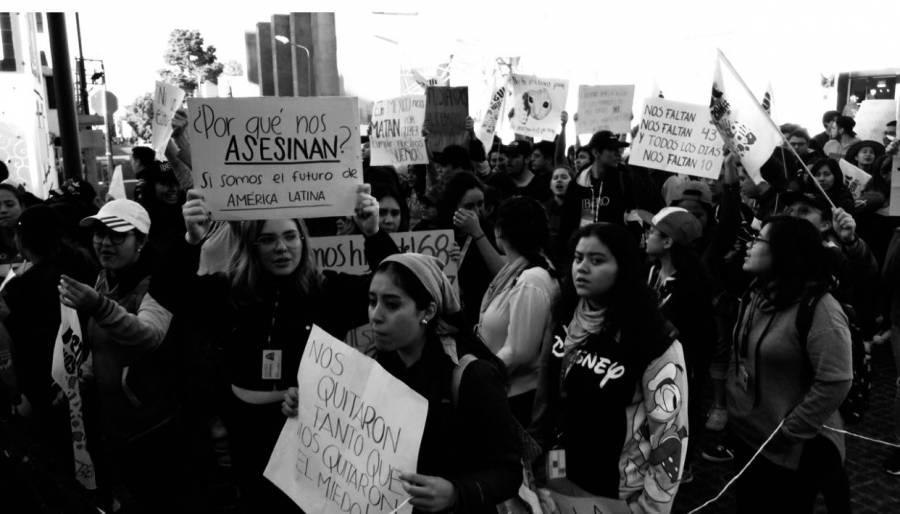 Cerca de 60 mil estudiantes toman las calles de Puebla