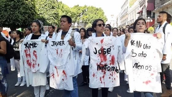 En Puebla, universitarios vuelven a salir a la calle en demanda de justicia
