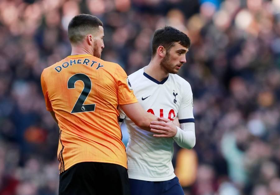 Premier League prohíbe a jugadores estrechar la mano por coronavirus