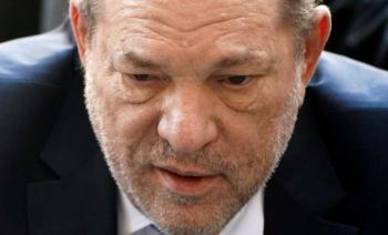 Trasladan a Harvey Weinstein a cárcel donde espera sentencia