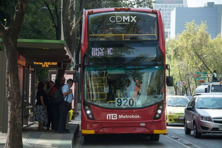 Metrobús suspende servicio en línea 7 por cable suelto