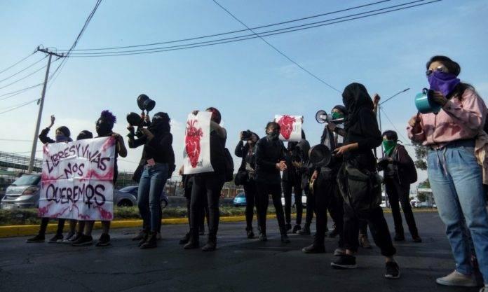 Realizan mujeres cacerolazo en Ecatepec, en protesta contra feminicidios