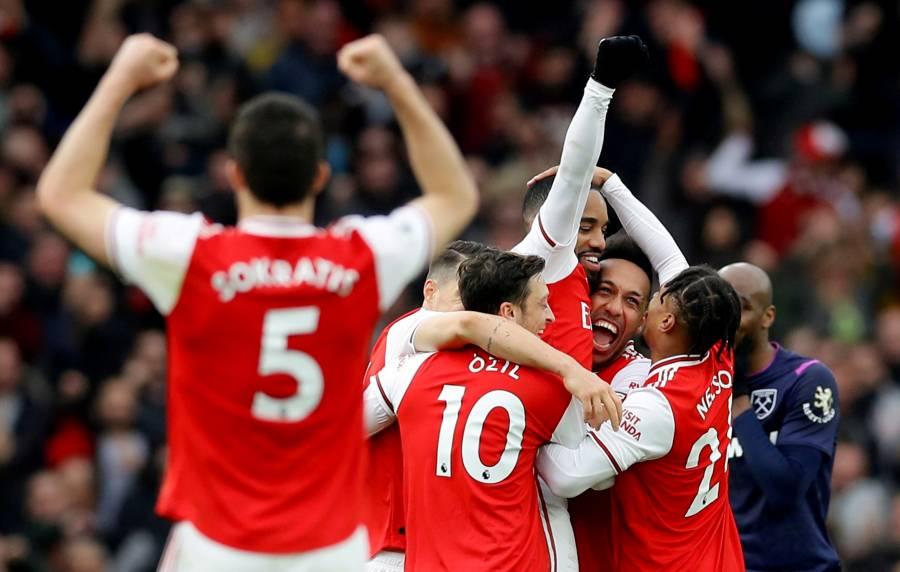 Arsenal vence a West Ham y se aferra a puestos europeos