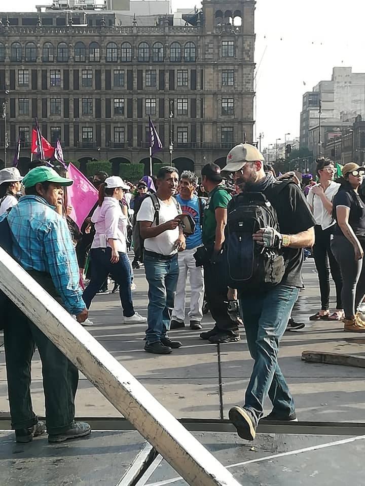 Hombres acosan a mujeres en plena #Marcha8M