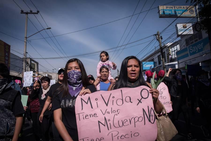 Mujeres toman calles de Nezahualcóyotl contra violencia de género