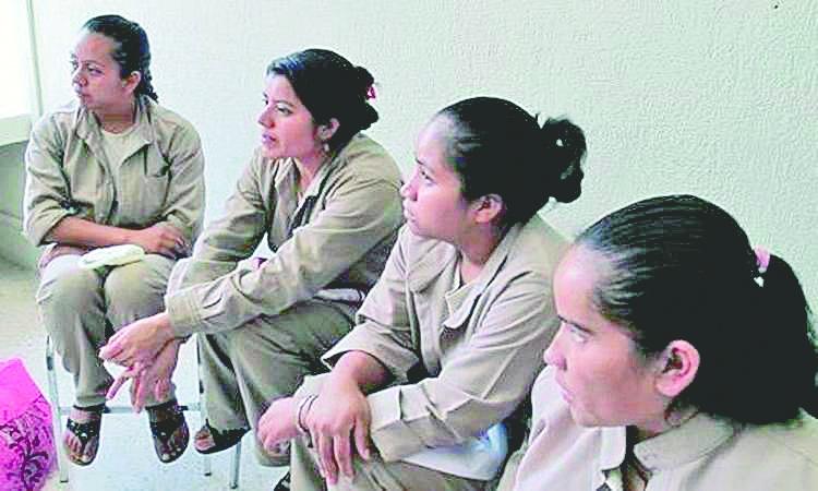 Buscan regular el trabajo de mujeres en las cárceles