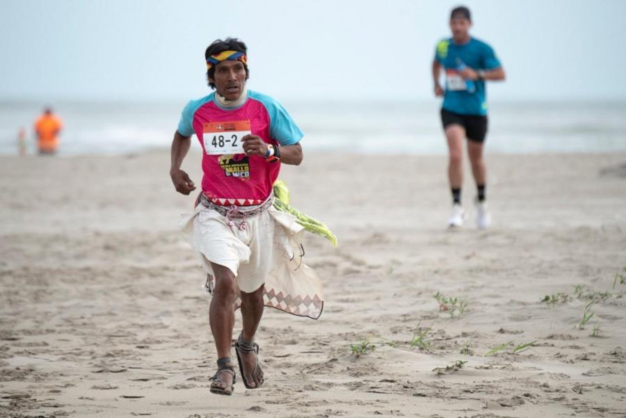 Con más de mil 350 deportistas corren el Pescado de Moctezuma