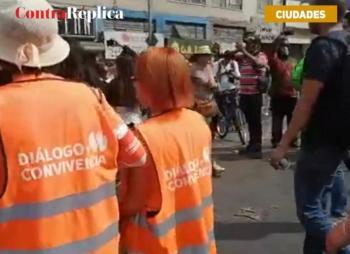 Mujeres se protegen entre sí en la Marcha 8M