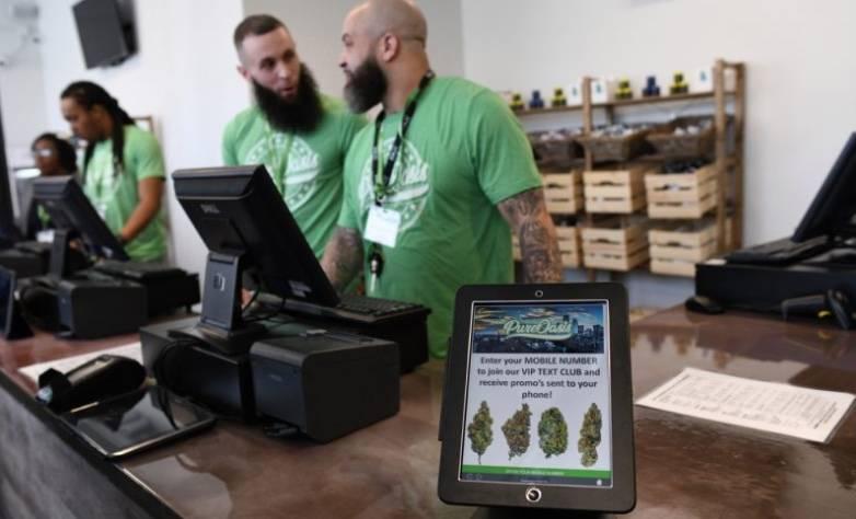 Abren primera tienda de marihuana en Boston