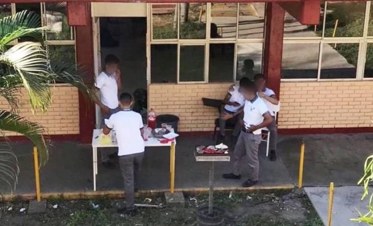 En día sin mujeres, alumnos preparan carne asada en Altamira