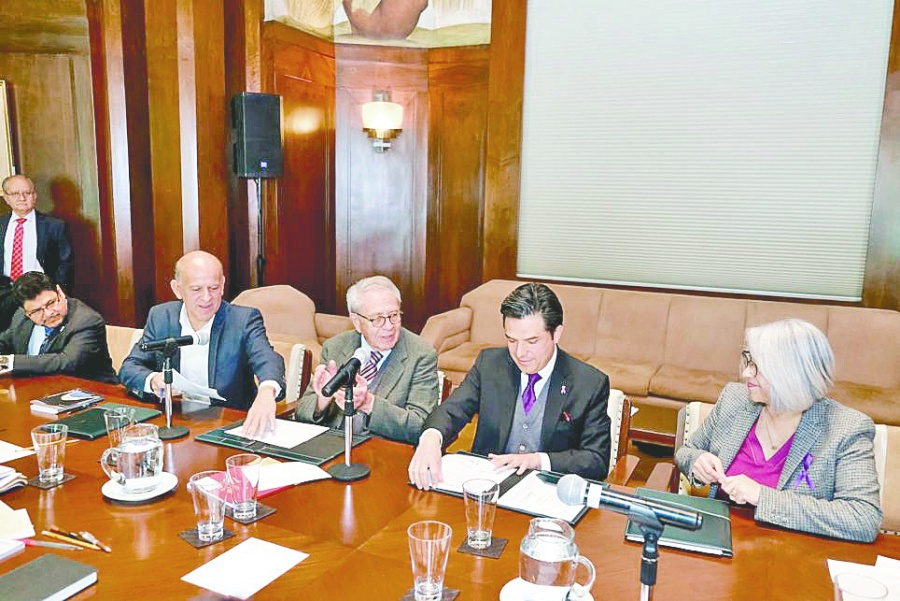 IMSS e INSABI firman convenio para brindar atención a la población sin seguro social