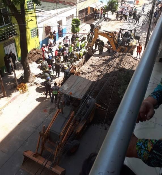 Derrumbe en obra deja a un trabajador sepultado en MH