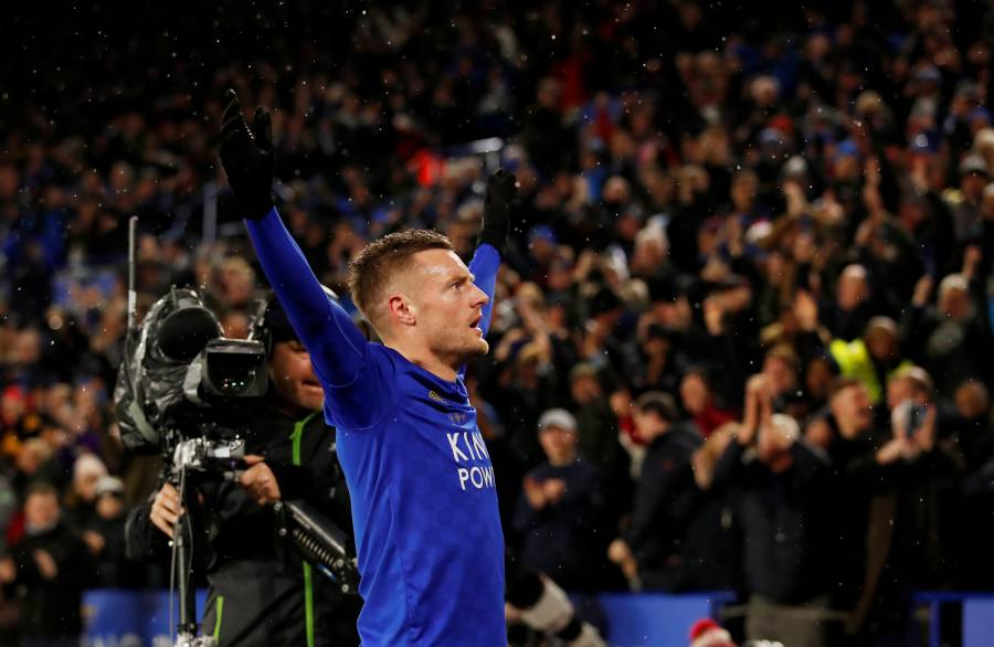 Leicester golea al Aston Villa con doblete de Vardy