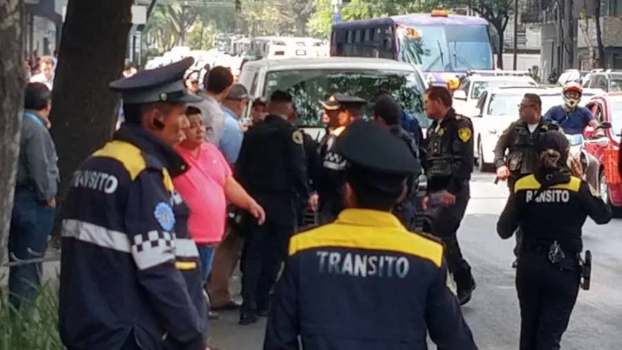 Policía capitalino repele asalto en Reforma; hay un taxista herido