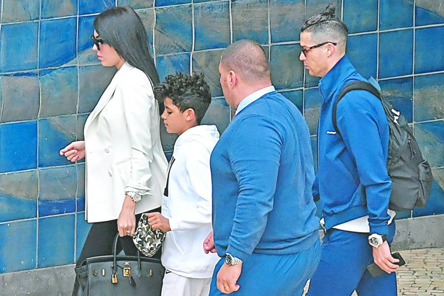Italia rebasa 10 mil contagios de Covid-19; Cristiano se lleva a su familia
