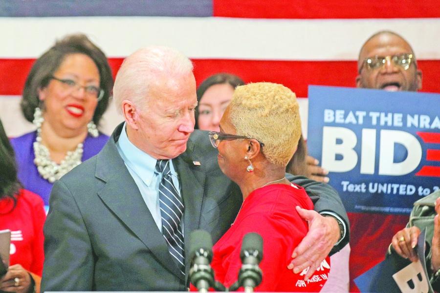 Biden gana en Michigan y debilita más a Sanders