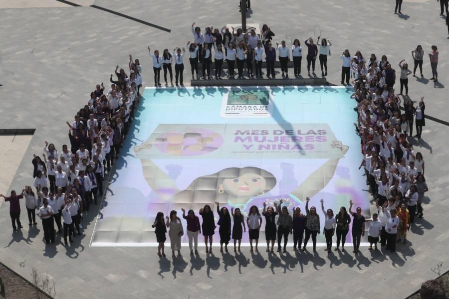 En San Lázaro, conmemoran a mujeres con mosaico