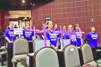 Chocan en San Lázaro por marcha y paro de mujeres