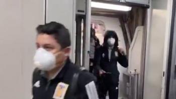 Los Tigres llegan con cubrebocas a Nueva York