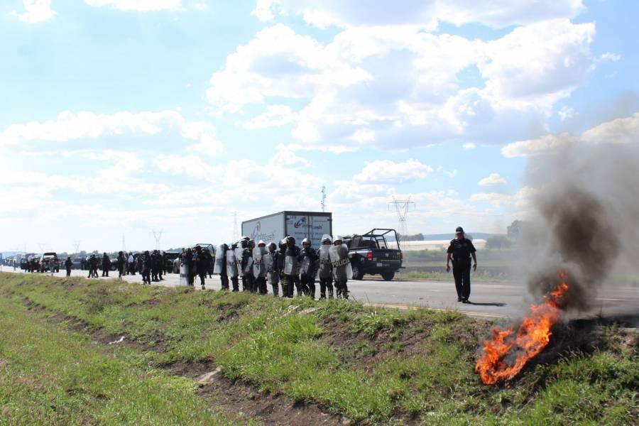 """Narcobloqueos en Guanajuato no fue por detención de """"El Marro"""": AMLO"""