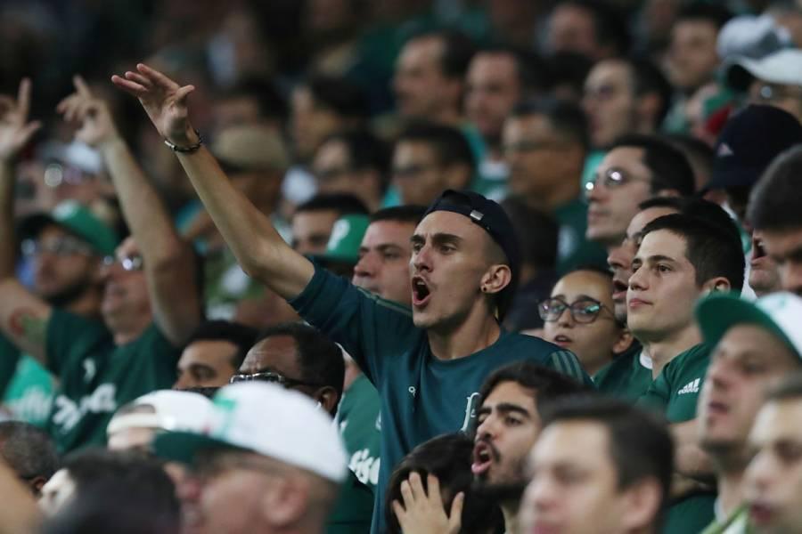 Sindicato mundial de futbolistas pide suspender competencias
