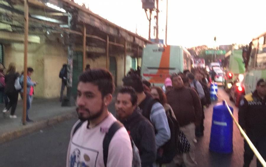 Caos y confusión en Metro Tacubaya tras choque de trenes
