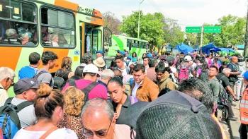 Choque de trenes del metro provoca caos a usuarios