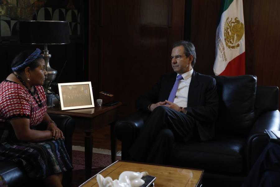 Rigoberta Menchú reconoce impulso de la educación hacia pueblos originarios