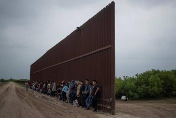 Muere mujer embarazada tras caer del muro fronterizo