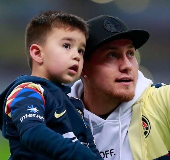 América se toma la foto oficial con el hijo Nicolás Castillo