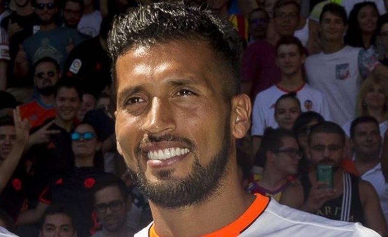 Da positivo al COVID-19 el defensa argentino Ezequiel Garay