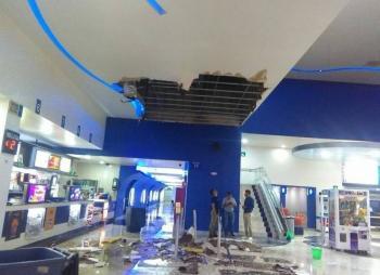 Se cae plafón de Cinepolis de Plaza Sendero por granizada