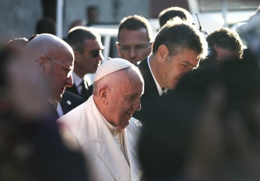 """Por coronavirus Papa Francisco reza a crucifijo de """"La Peste"""""""