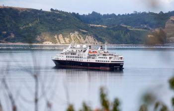 Crucero golpeado por Covid-19 atraca en Cuba