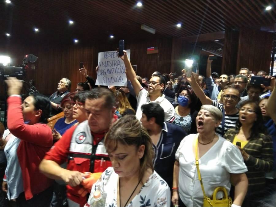 Trabajadores de San Lázaro irrumpen en Pleno donde se realizaba juicio a Rosario Robles