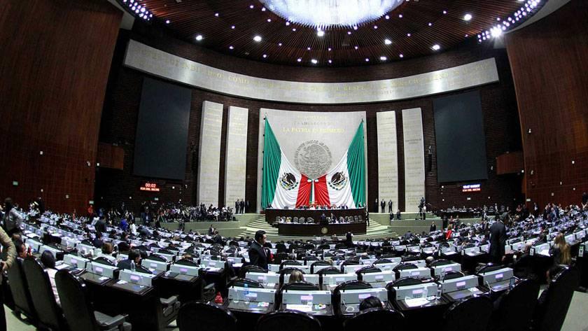 Legisladores se otorgan permisos para suspender sesiones