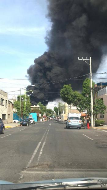 Se registra incendio en iglesia de la colonia Jardín Balbuena, en la CDMX