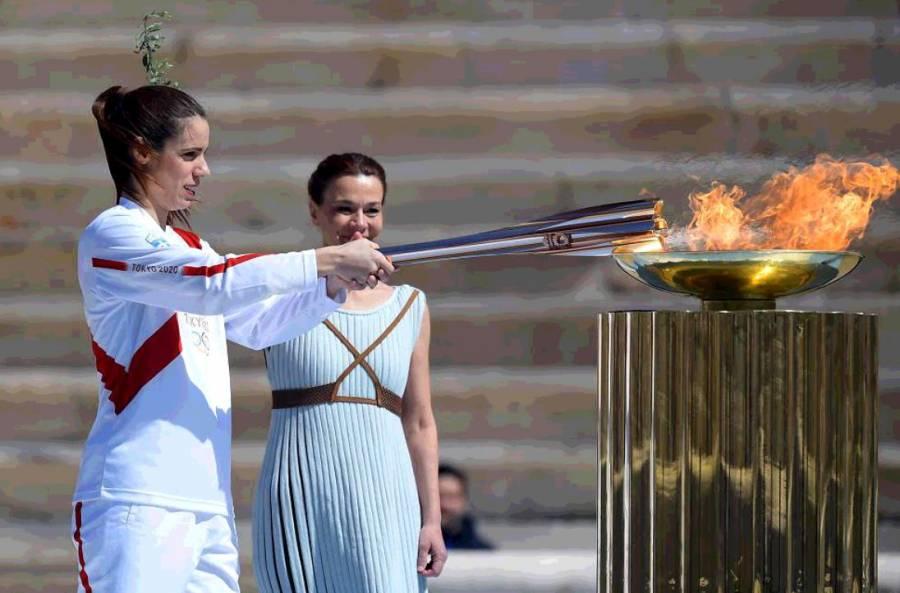 Fuego olímpico llega a un Japón desértico con casi mil contagios
