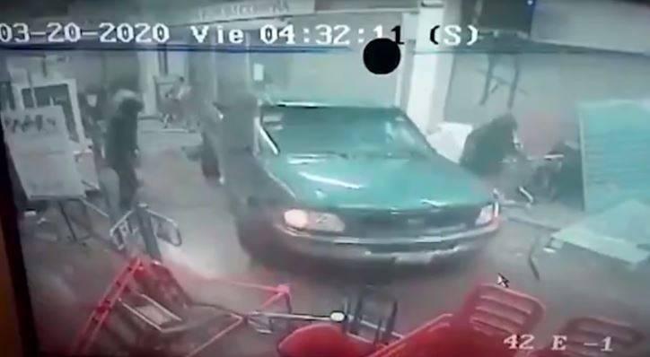 Sujetos saquean Chedraui en Tecamac; atropellan a una trabajadora de la plaza