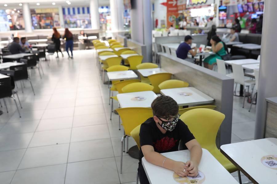Chile cierra bares, cines y restaurantes para hacer frente a coronavirus
