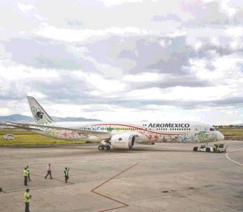 Aeroméxico entre recortes a rutas y a sueldos voluntarios