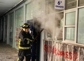 UNAM pide a encapuchados regresen instalaciones tras incendio en Prepa 8