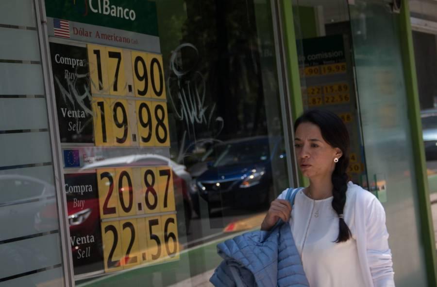 Por Covid-19, peso mexicano cae frente al dólar