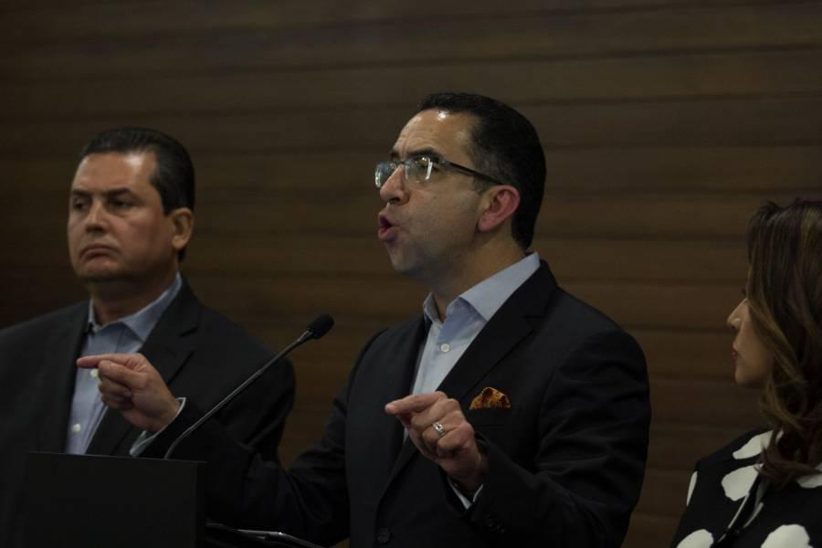 Lozano sale en defensa de Calderón,