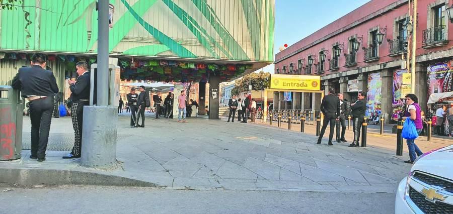 AMLO avizora ya la crisis económica; pide a Banxico cuidar recursos