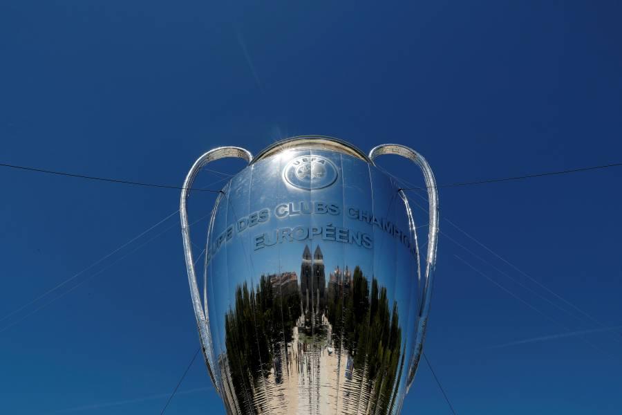 UEFA aplaza finales de la Champions League y Europa League