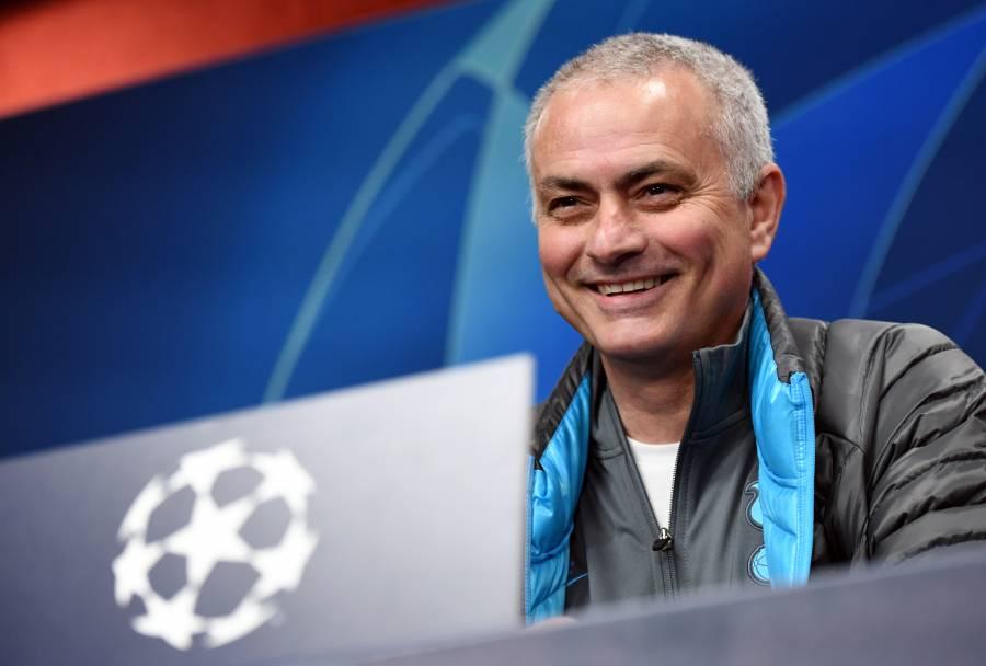 Mourinho se vuelve voluntario contra el coronavirus en Londres