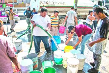 Con pipas, CDMX busca garantizar suministro de agua a alcaldías